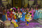 Minnie Mouse mit Jake, Prinzessinnen und Captain Hook