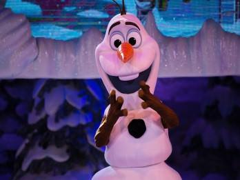Olaf bei der Frozen Show im Disneyland