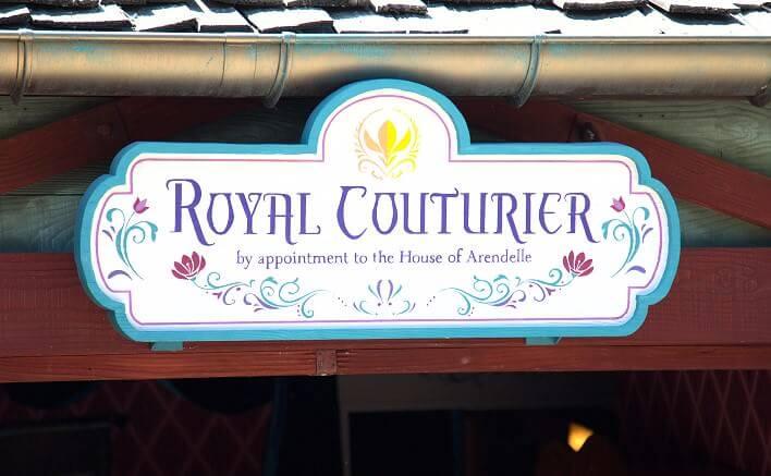 Prinzessin für einen Tag, als Anna oder Elsa aus der Eiskönigin: Eingangsschild für den Royal Couture Laden