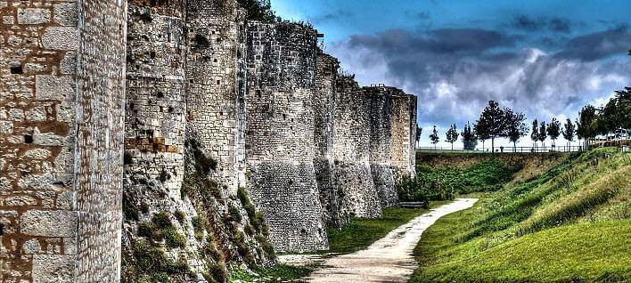 Provins und seine berühmte Stadtmauer