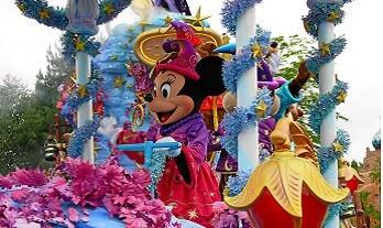 Triff Mickey und Minnie bei einem Tagesauflug ins Disneyland
