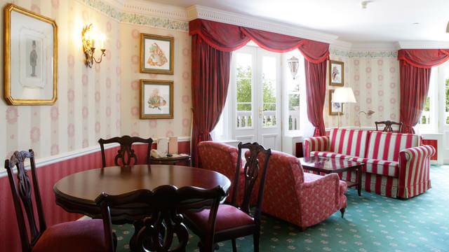 Wohnbereich von Walt's Appartement (Suite) im Disneyland Hotel
