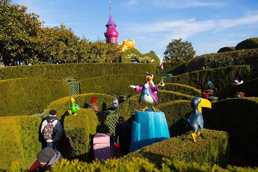 Alice S Curious Labyrinth Irrgarten Im Disneyland Paris